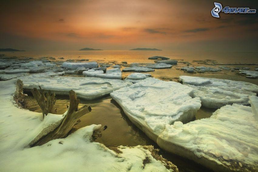 Eisschollen, Meer, nach Sonnenuntergang