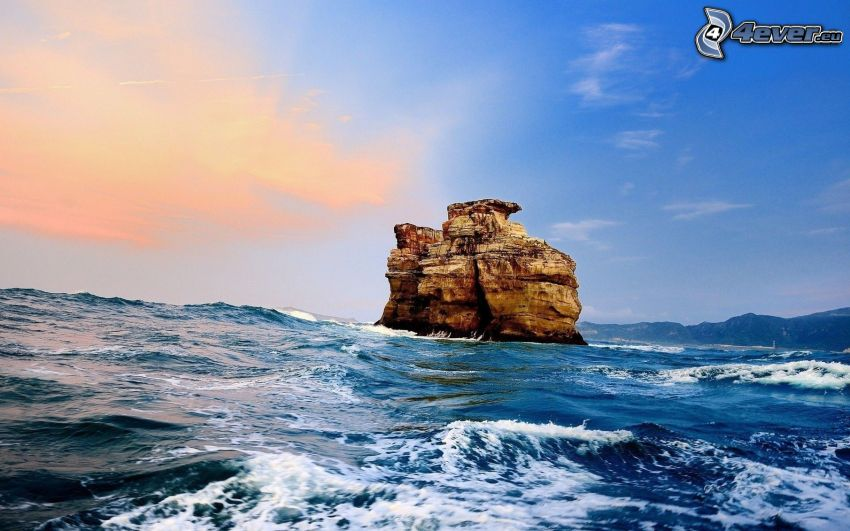 Felsen im Meer, stürmisches Meer, Wellen