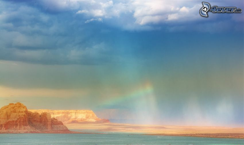 Felsen im Meer, Wolken, Regenbogen