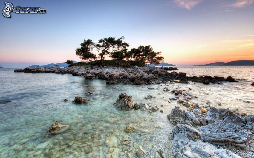 Inselchen, Felsen im Meer