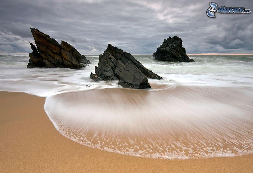 Küste, Felsen im Meer, Sand