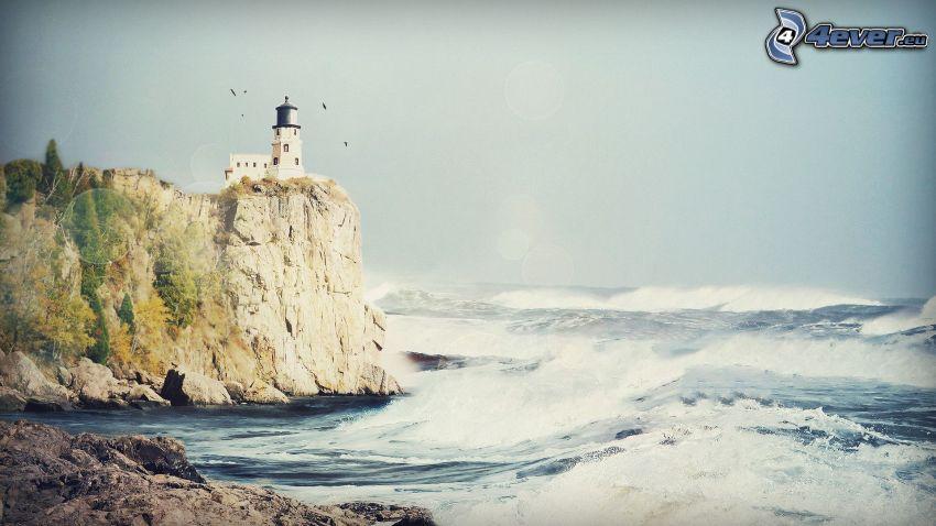 Küstenriffe, Leuchtturm auf der Klippe, stürmisches Meer