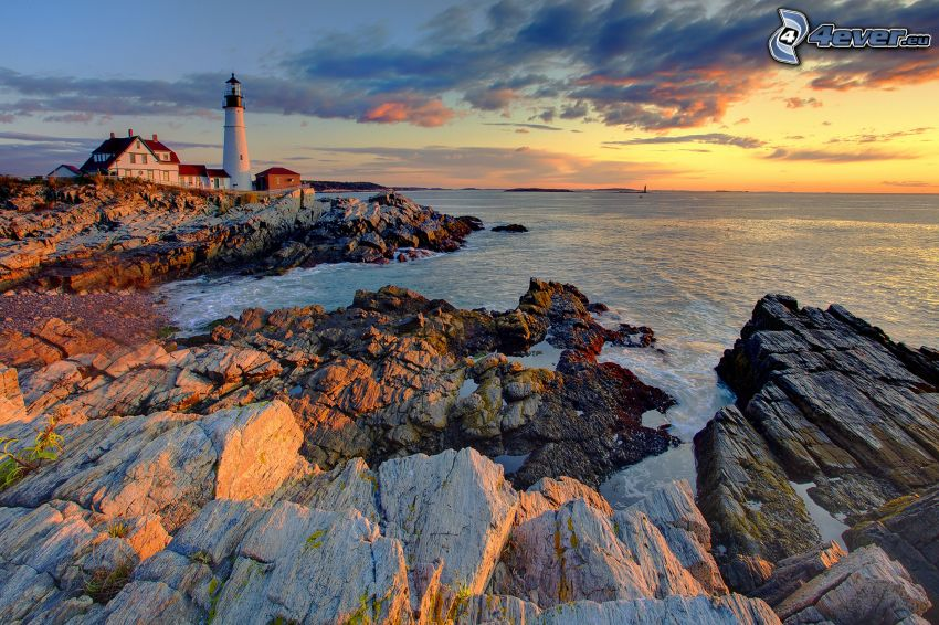 Leuchtturm, felsige Küste, Meer, Abendhimmel