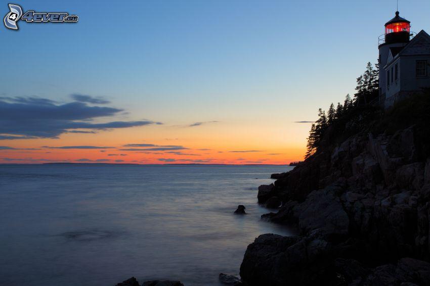 Leuchtturm auf der Klippe, Meer, Felsen