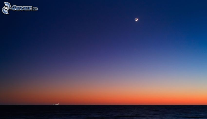 Meer, Abendhimmel, Mond