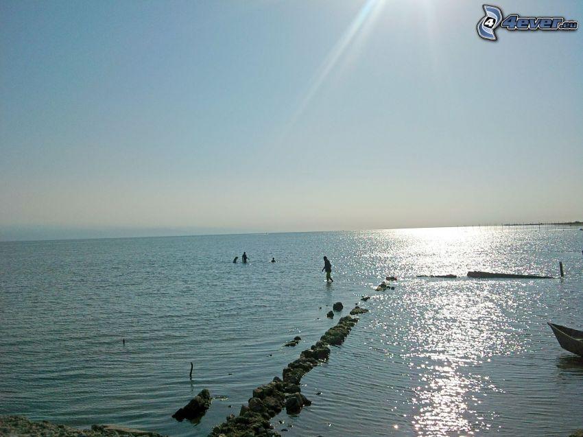 Meer, Menschen, Steine