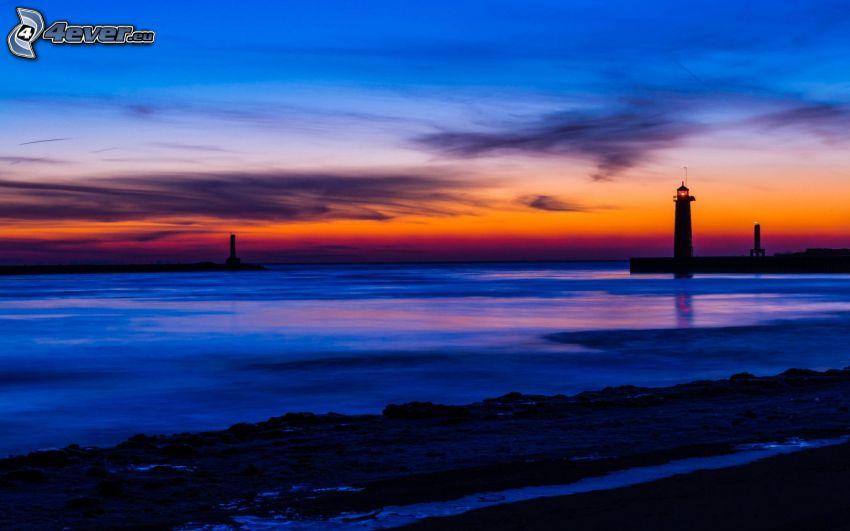 offenes Meer, Abendhimmel, Leuchtturm