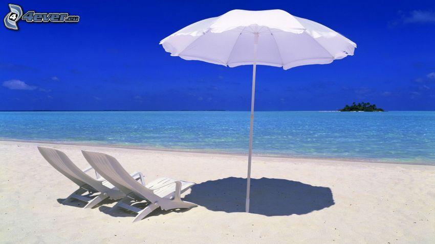 offenes Meer, Strand, Liegestühle, Sonnenschirm