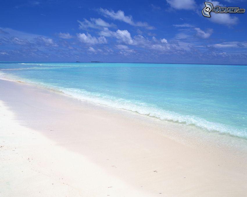 Sandstrand, azurblaues Meer, Welle