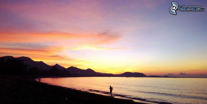 Sonnenuntergang auf dem Meer, orange Sonnenuntergang, Silhouette