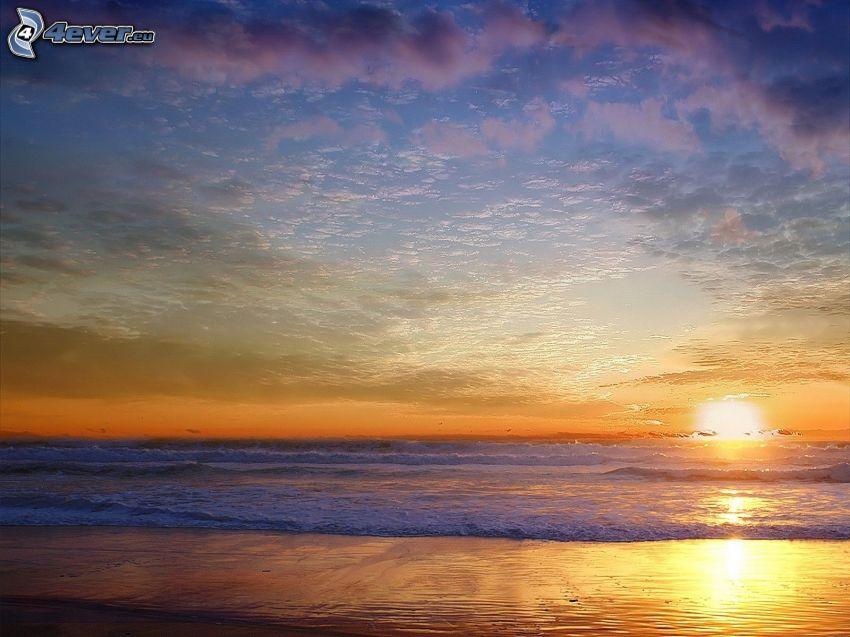Sonnenuntergang über dem Meer, Strand