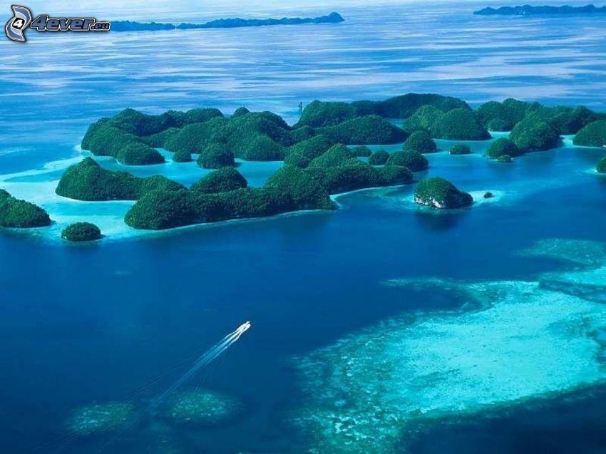 tropische Inseln, azurblaues Meer, Boot