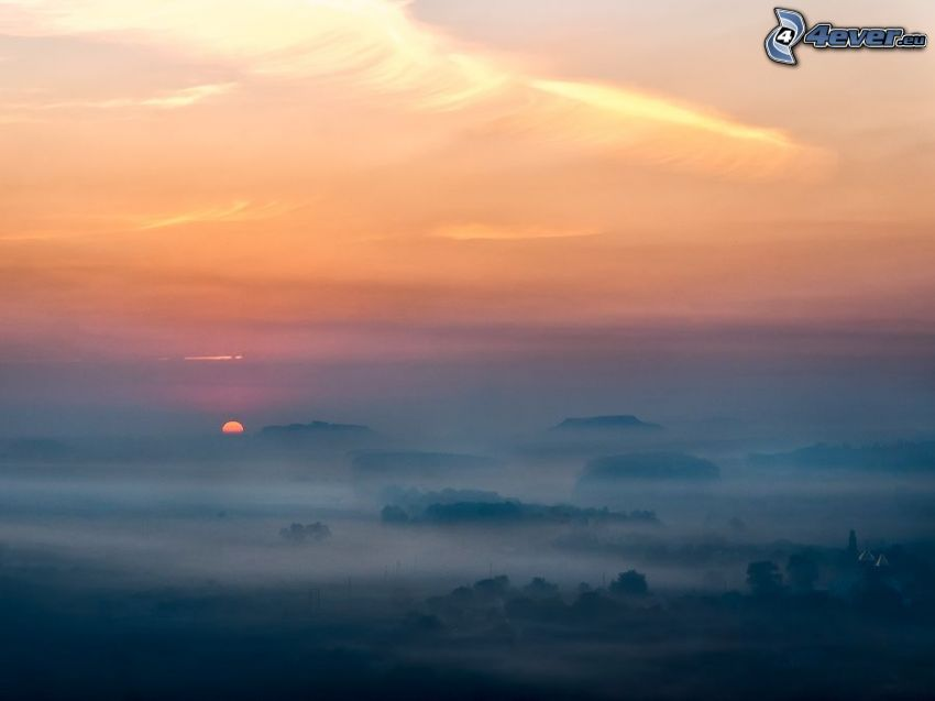 orange Sonnenuntergang, Boden Nebel