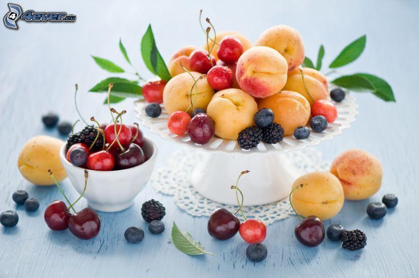 Obst, Aprikosen, Kirschen, Sauerkirschen, Blaubeeren, Brombeeren