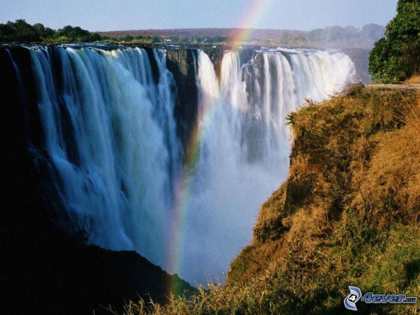 riesiger Wasserfall, Regenbogen, Savanne