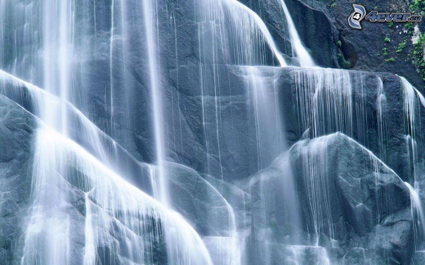 riesiger Wasserfall