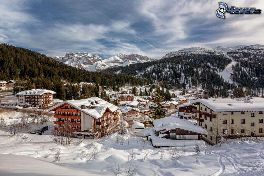 schneebedecktes Dorf