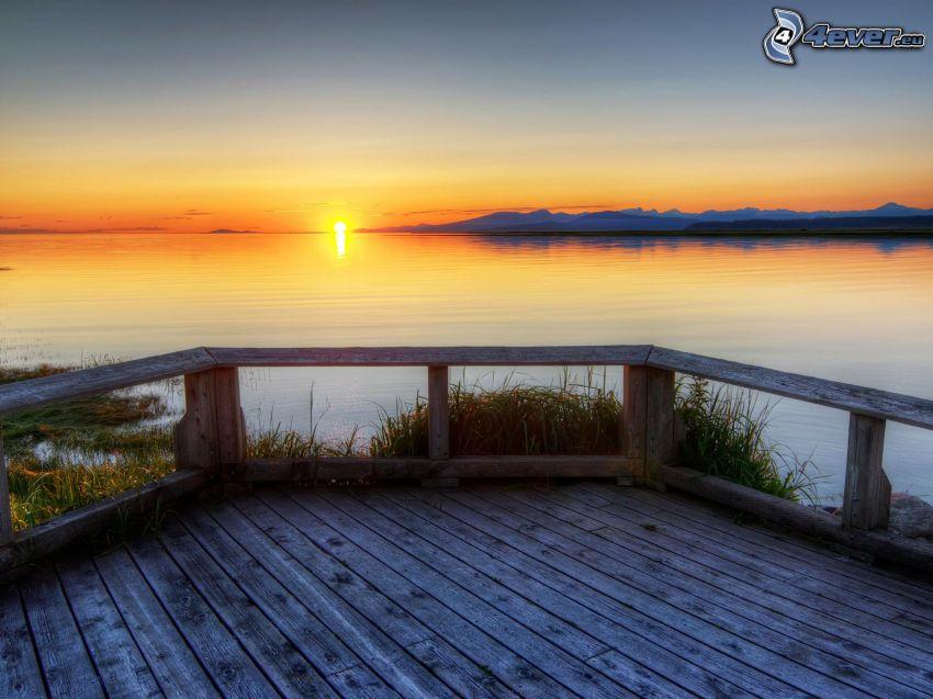 Sonnenuntergang am See, Holzsteg