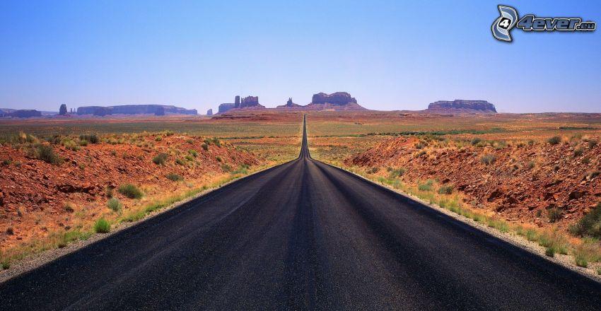 Weg durch Monument Valley, gerade Strasse