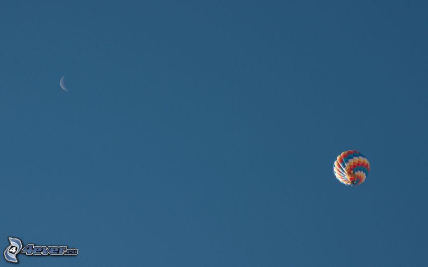 Heißluftballon, Mond