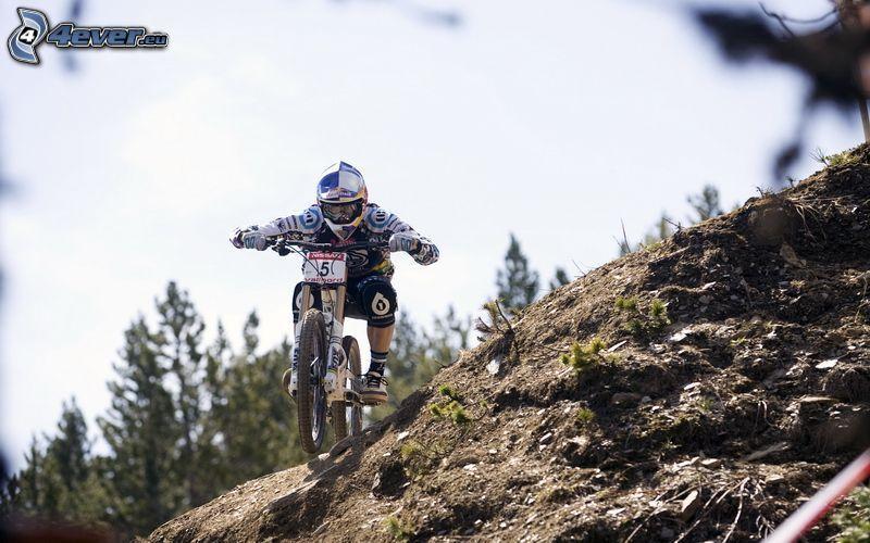 MTB Downhill, Radfahrer, Gelände