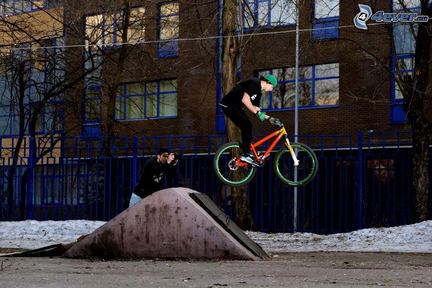 Sprung auf dem Fahrrad