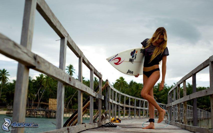 surf, Blondine, Holzsteg