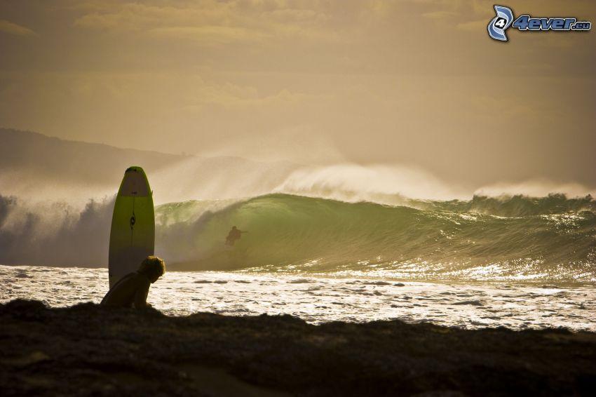 Surfer, stürmisches Meer, Welle