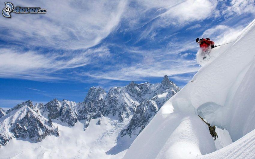 Extrem-Skifahren, schneebedeckte Berge, Himmel