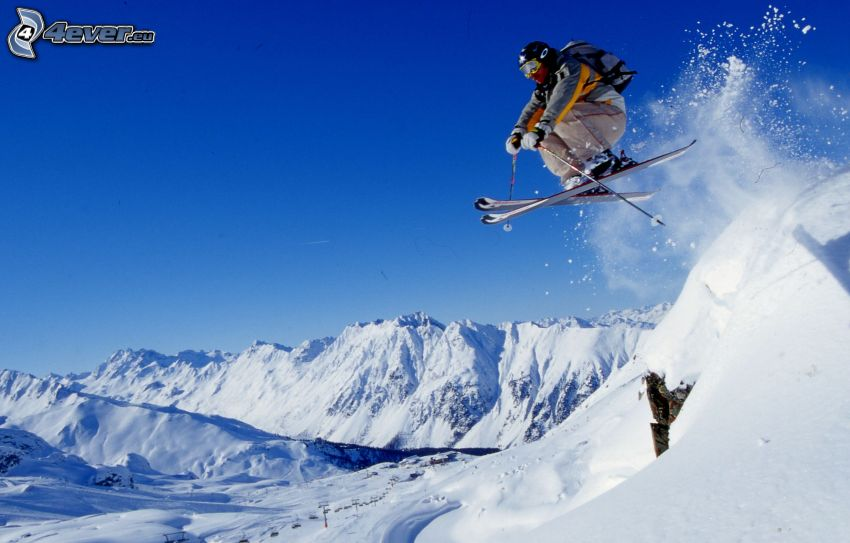 Extrem-Skifahren, Sprung, schneebedeckte Berge