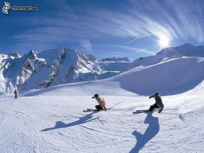 Skifahren, schneebedeckte Berge, Schnee