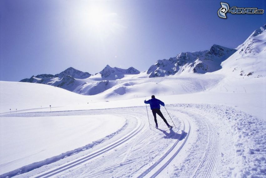 Skifahren, Skifahrer, Sonne, schneebedeckte Berge