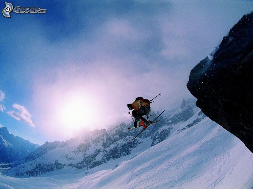 Skisprung, Skifahrer, schneebedeckte Berge
