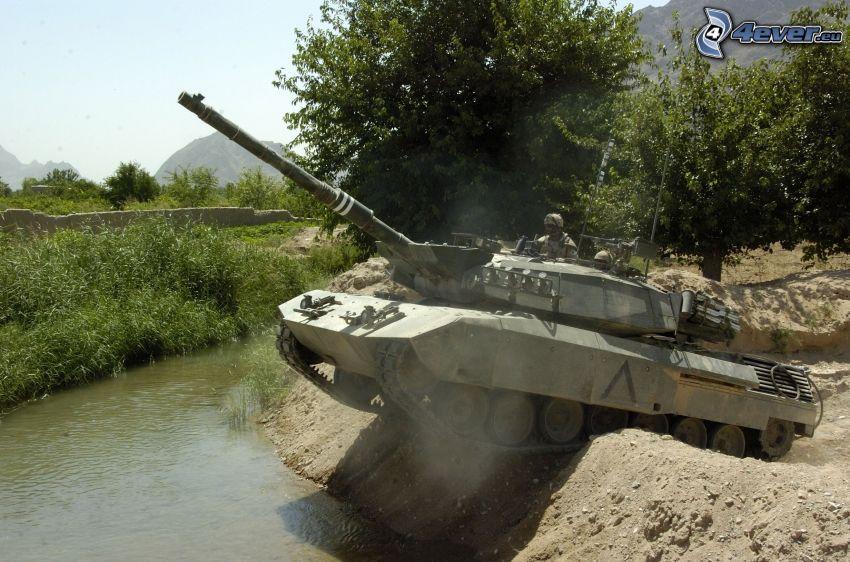 M1 Abrams, Panzer, Bach
