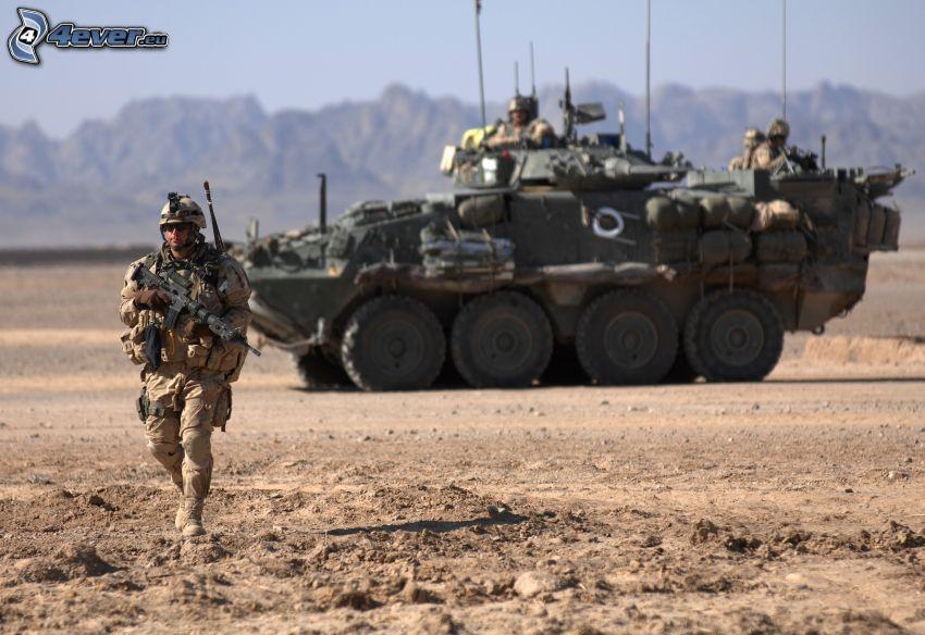 Soldat, gepanzertes Fahrzeug, Afganistan