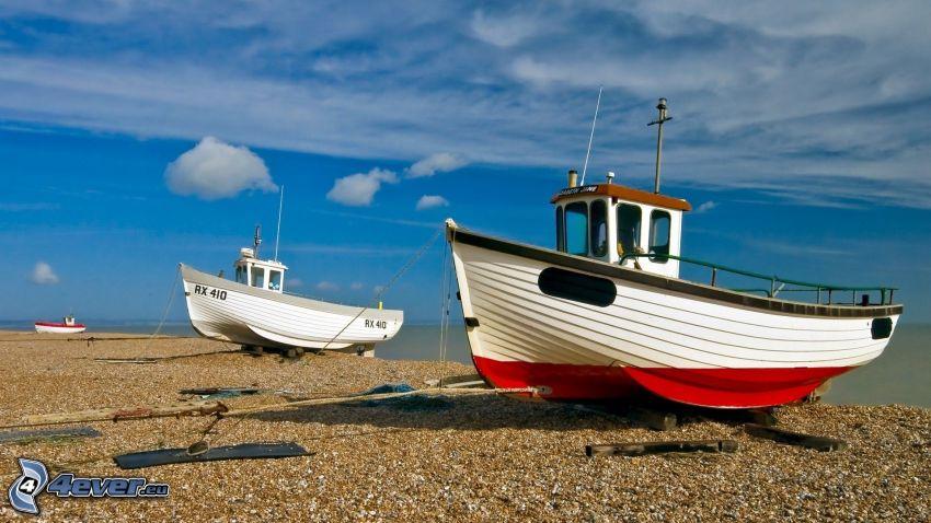 Boote in der Nähe der Küste, Strand