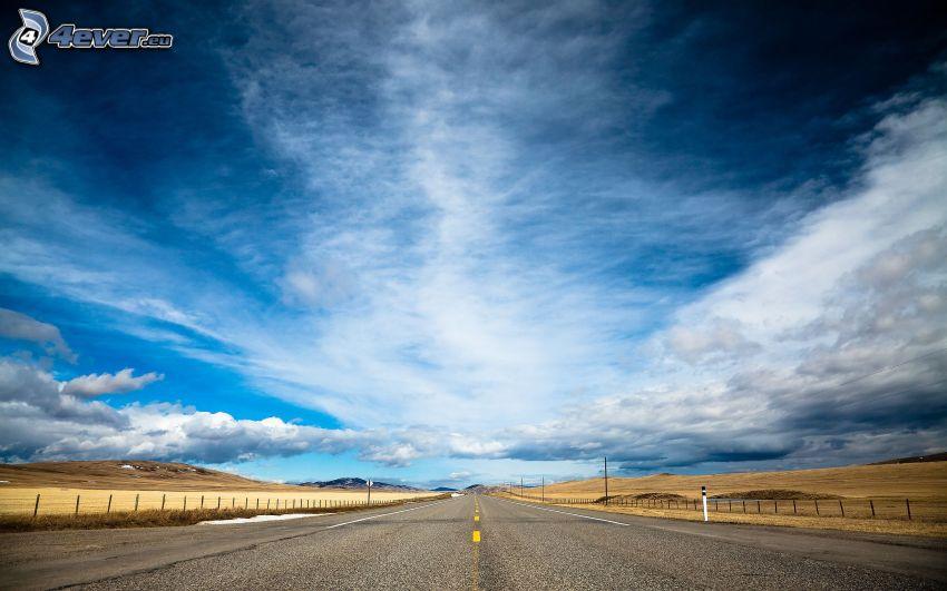 gerade Strasse, Himmel, Wolken