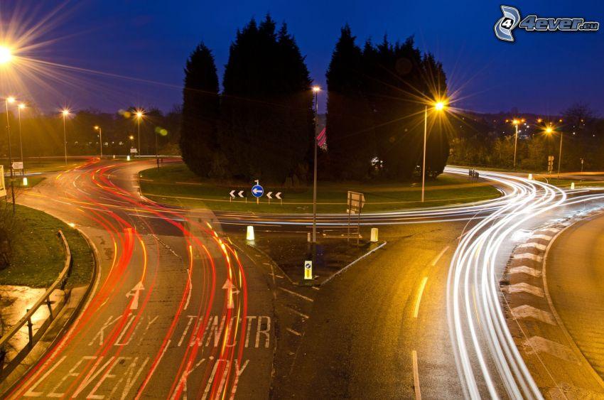 Kreisverkehr in der Nacht