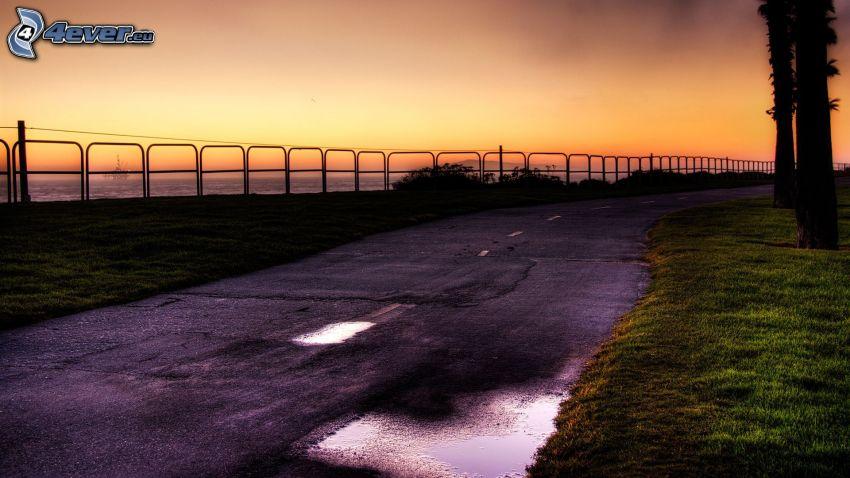 Straße, Zaun, Abendhimmel