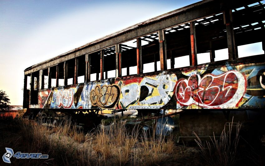alte Wagen, Graffiti auf dem Wagen