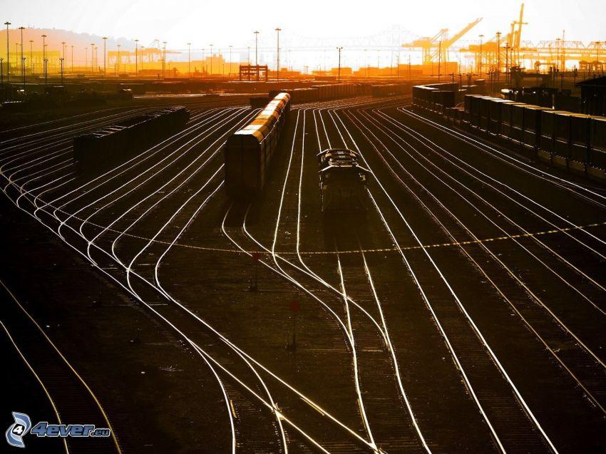 Bahnhof, Schienen, Züge