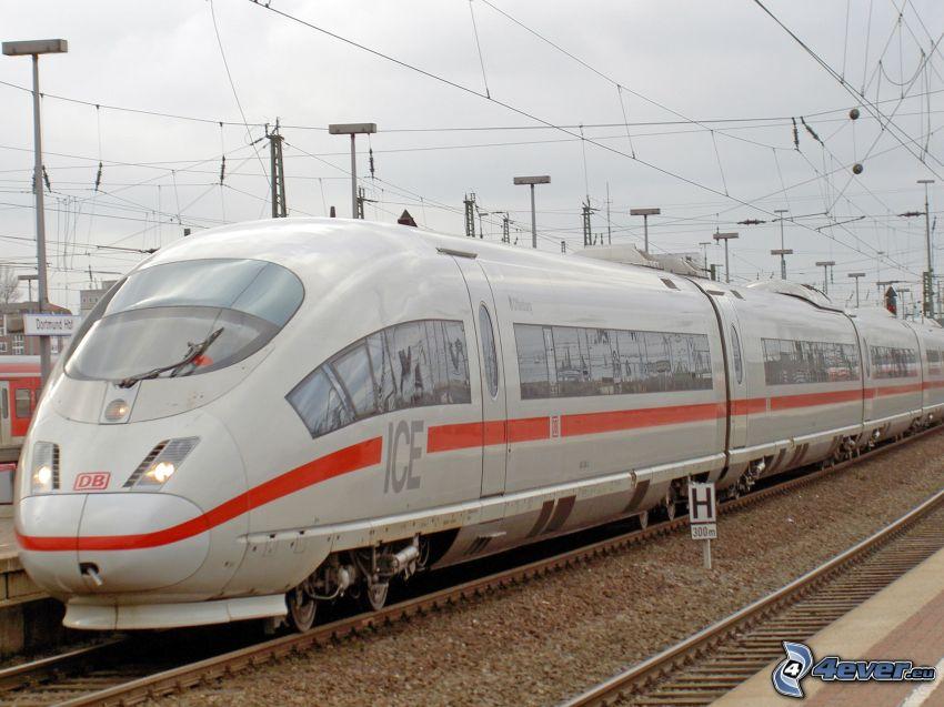 ICE 3, Hochgeschwindigkeitszüge, Bahnhof
