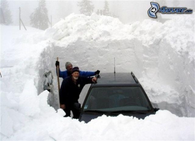 Schnee, Auto