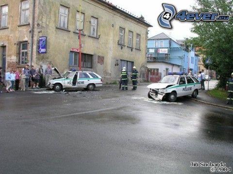 Polizei, Unfall, kaputtes Auto