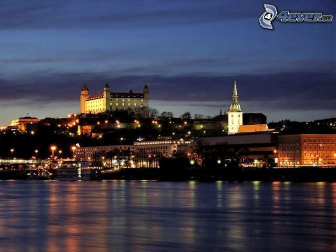 Bratislava på natten, S:t Martins katedral, Bratislavas slott, Donau