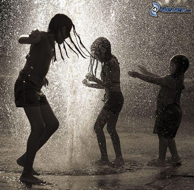 dans i regn, barn, spel, svartvitt foto