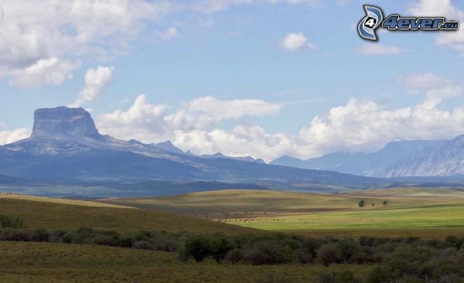 Chief Mountain, ängar, klippor, moln