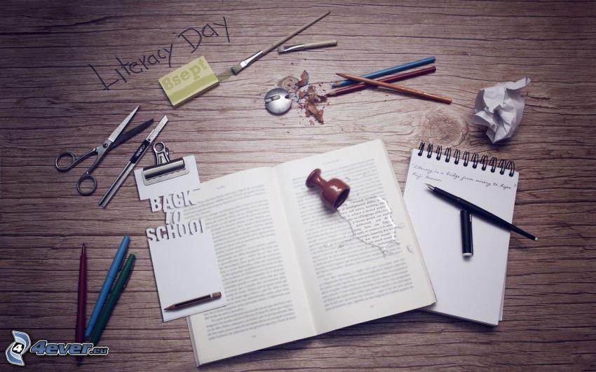 arbetsbord, bok, pennor