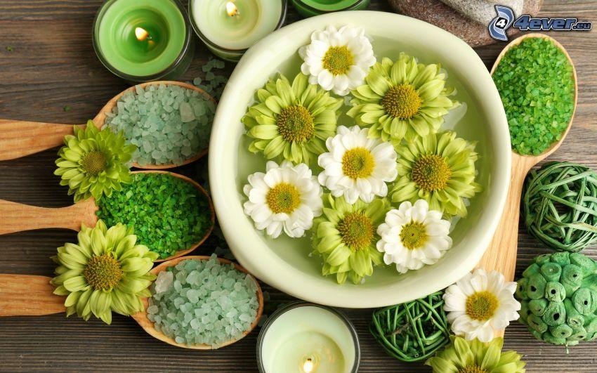 blommor, badsalt, skedar, ljus