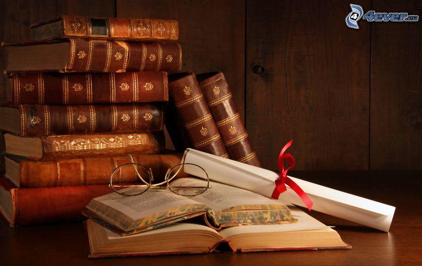 gamla böcker, glasögon